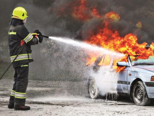 Bọt chữa cháy khiến đám cháy dập tắt nhanh chóng