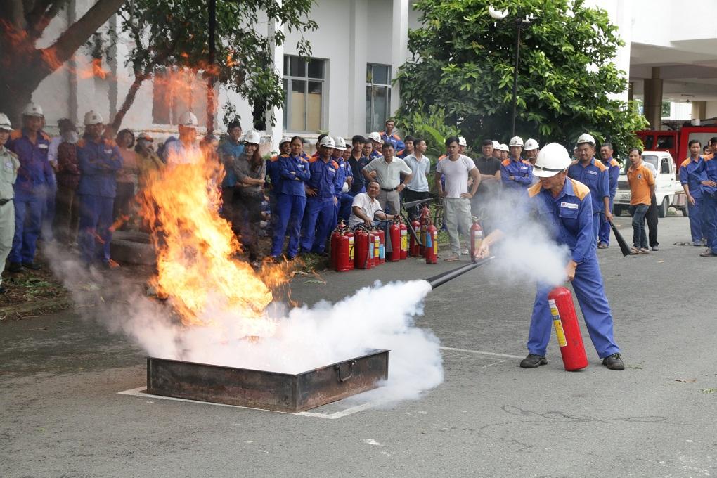 Mỗi cá nhân, tổ chức cần nắm được Chữa cháy có nghĩa là gì và cách thức dập tắt đám cháy?