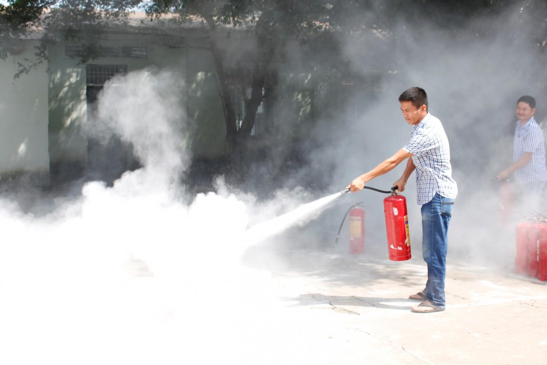 Tìm hiểu bột trong bình chữa cháy